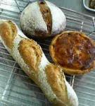 自家製レーズン酵母のキッシュ・フランスパン・パンオフィグ