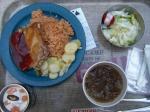 スモークチキン・メキシカンライス。ウーロン茶と林檎ムース。