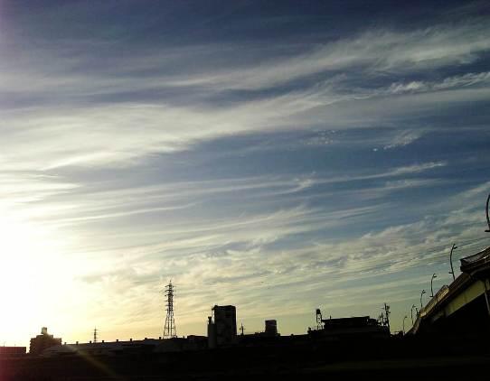すじ雲と光