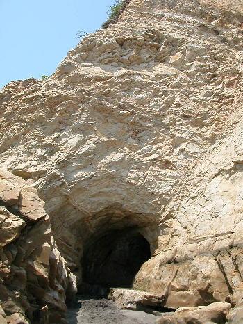 稲村ガ崎の洞穴
