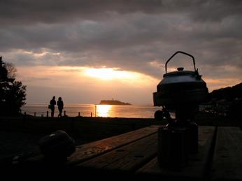 稲村ガ崎より江ノ島を望む