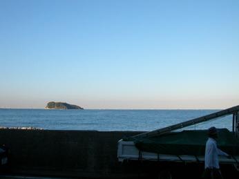 三春町岸壁より猿島を望む